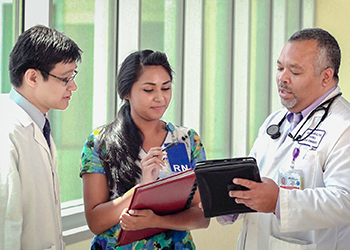 Physical therapist, nurse and doctor meet to coordinate care for a patient case
